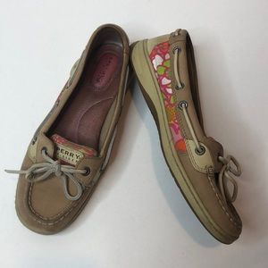 Sperry angelfish boat shoes, tan w/ pink print